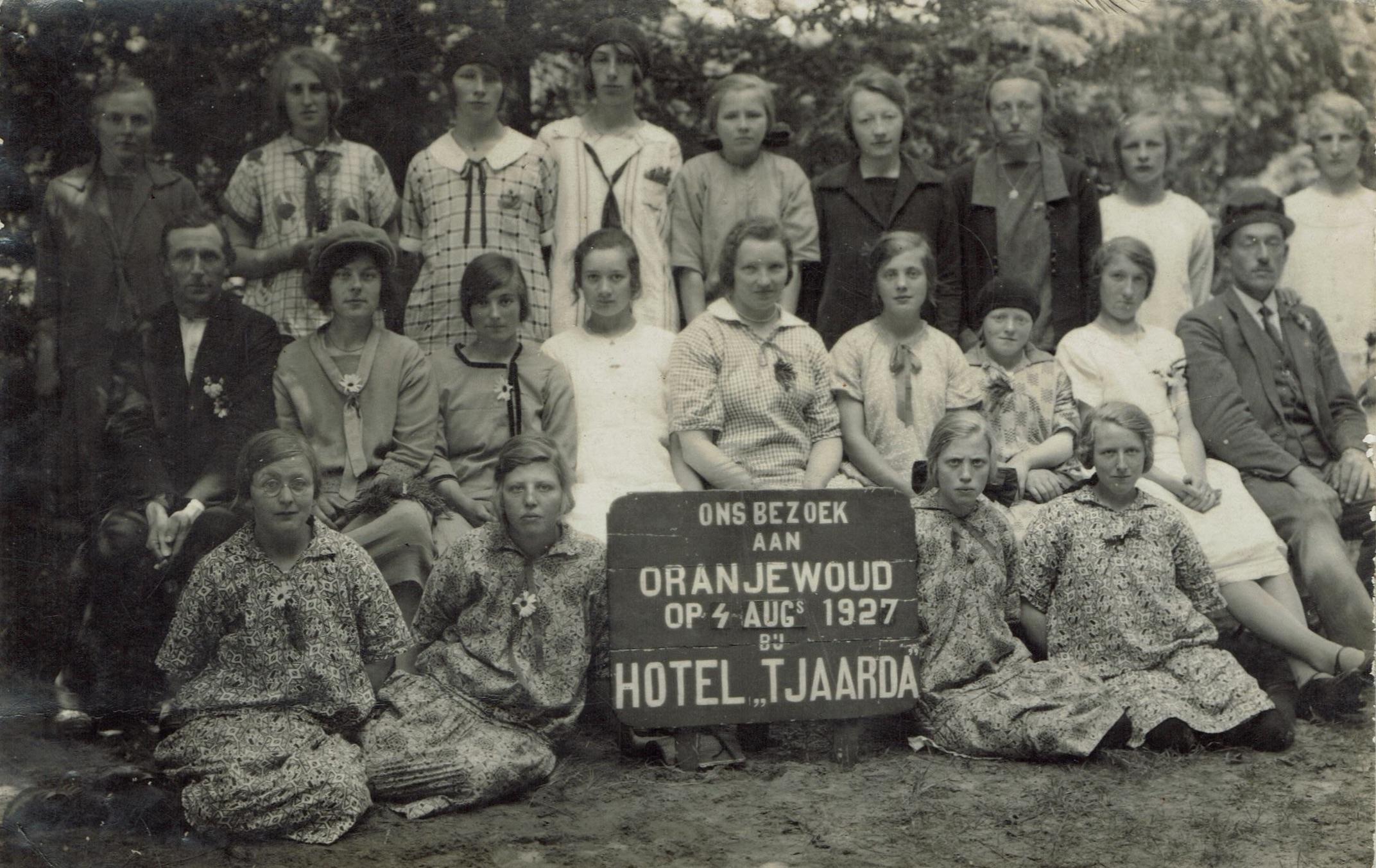 Meisjes/vrouwenvereniging Kollumerpomp 1927