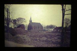 Hervormde kerk te Lioessens achter afgebroken wijk de vrolijkheid