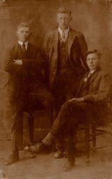 3 mannen op foto