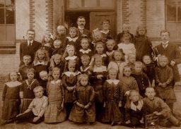 Schoolfoto Veenwoudsterwal rond 1924