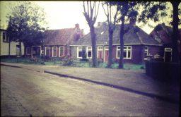 Huizen in Lioessens bij de Hervormde kerk