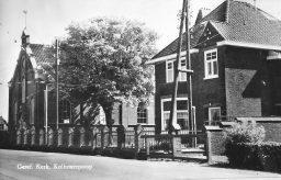 Ansichtkaart kerk en pastorie Kollumerpomp
