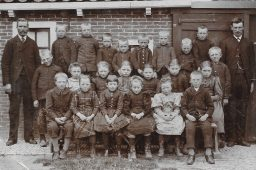 Schoolfoto openbare school te Kollumerpomp