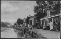 Oude foto van Café De Altena aan de Streek bij Dokkum